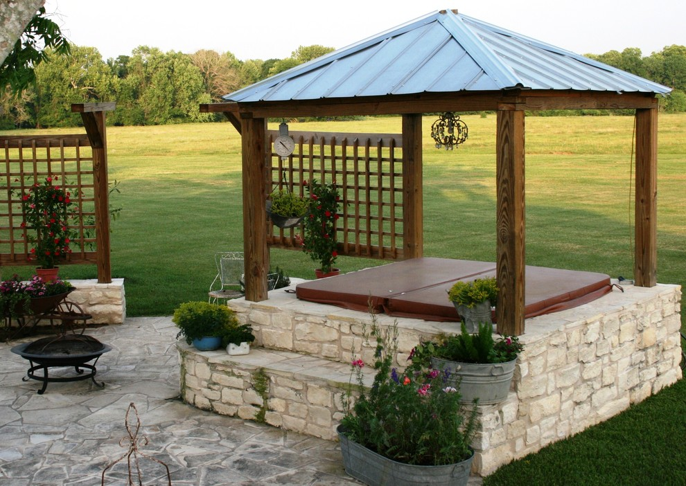 Example of a classic patio design in Houston