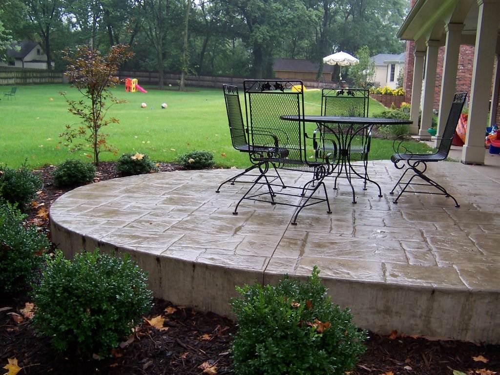 Glendale, Missouri stamped concrete back patio