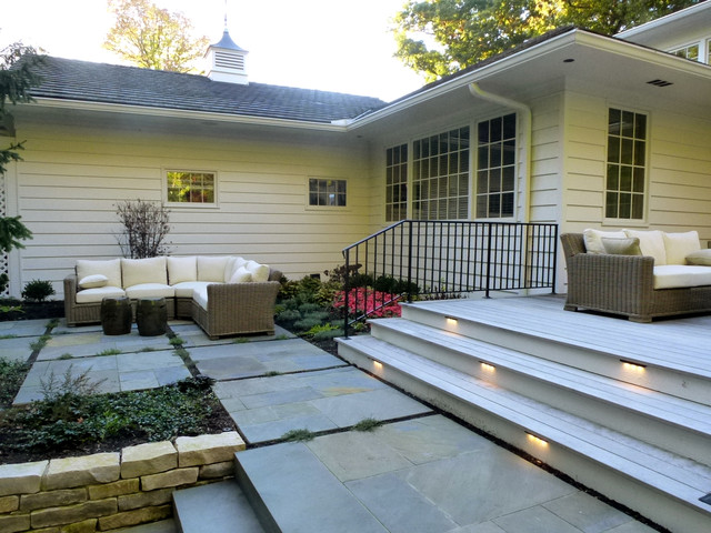 Graceful yard to Match Graceful Home traditional-patio