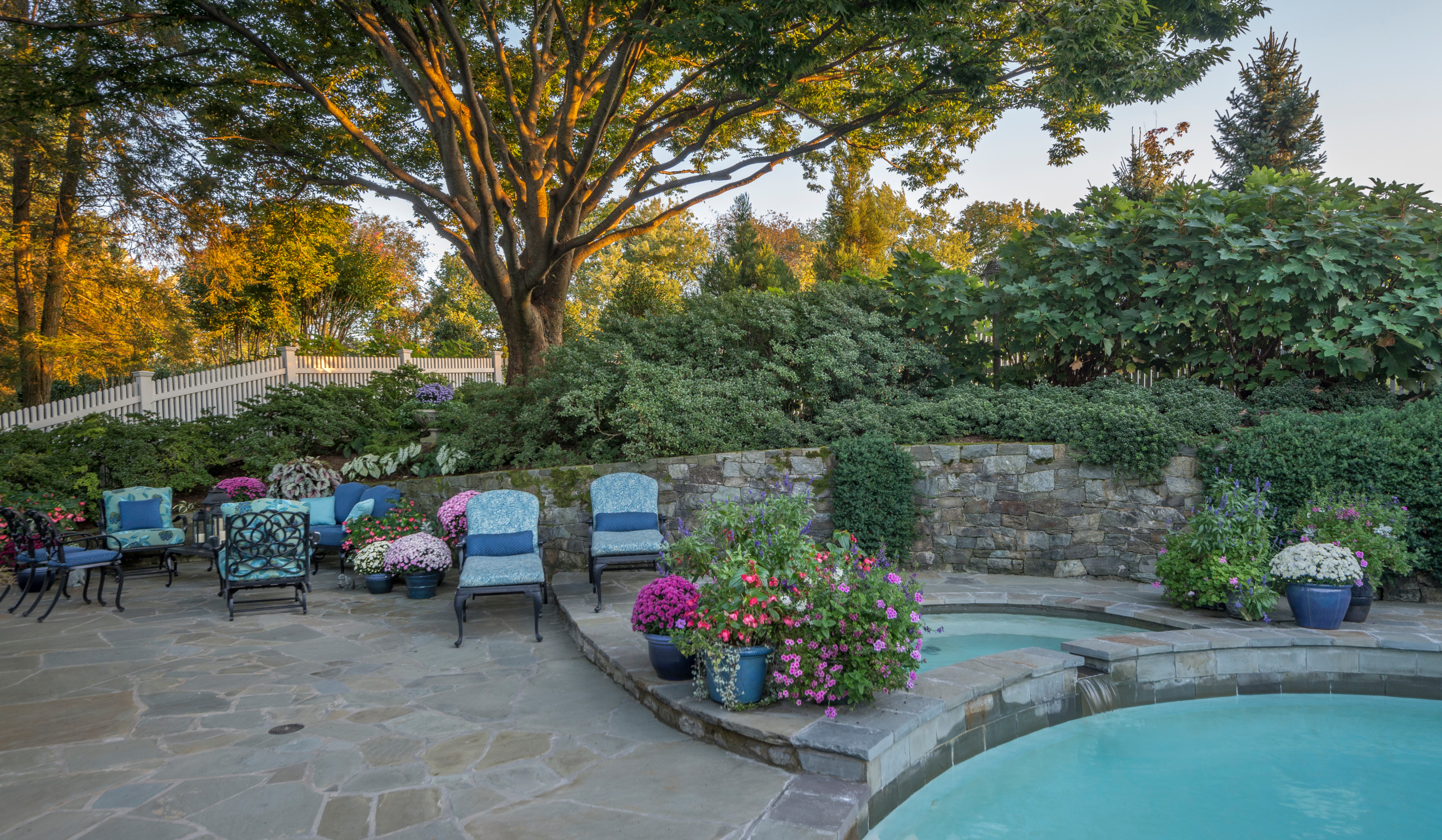 Gracious Poolside Entertaining in the Suburbs