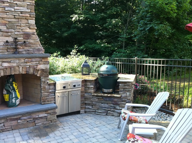 Grand rapids fireplace outdoor kitchen and pool for Outdoor kitchen ideas houzz