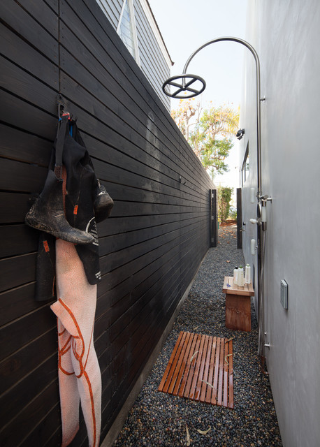Mid-sized minimalist side yard concrete patio photo in Los Angeles with no cover
