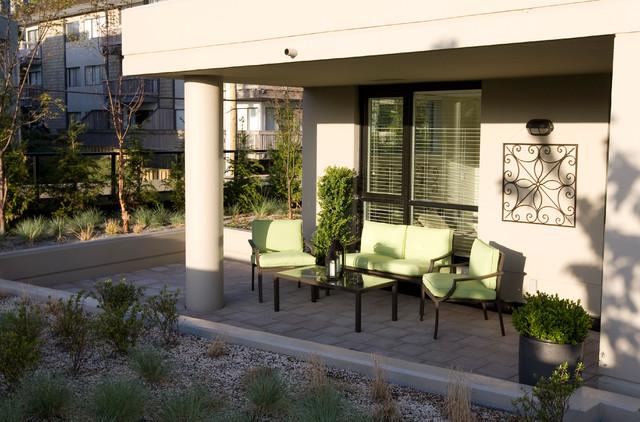 """Green"" Condo traditional-patio"