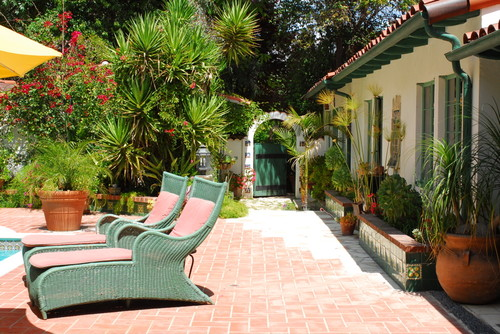 mediterranean-patio Best Outdoor Wicker Patio Furniture
