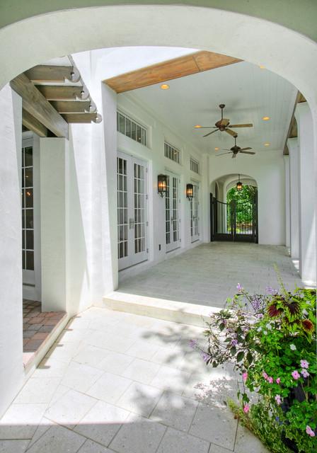 Hammond-Stallworth Residence tropical-patio