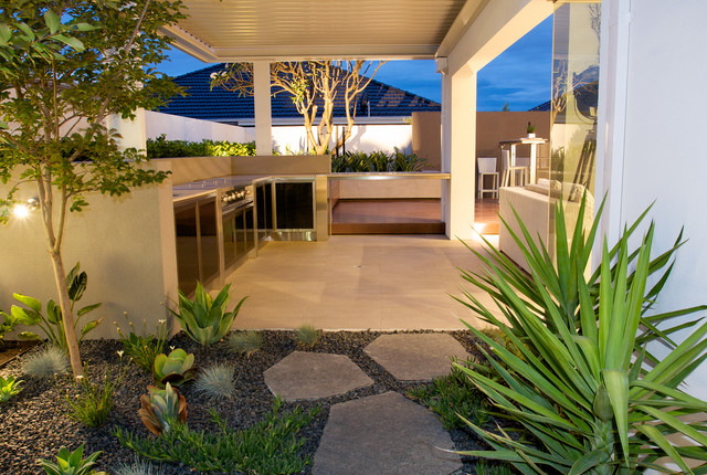 Harrisdale contemporary patio perth by tim davies for Courtyard landscaping perth