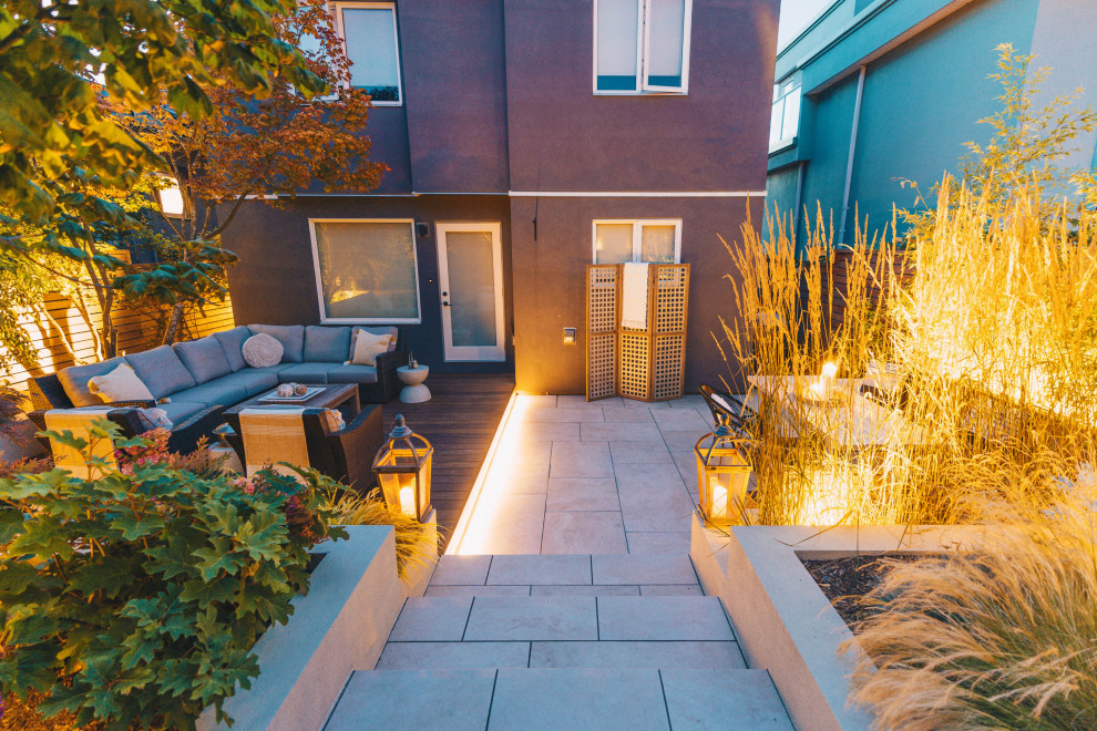 Inspiration for a mid-sized modern patio remodel in Vancouver