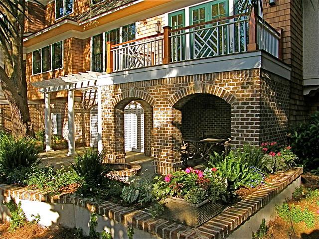 Hayes residence for Portico laterale in stile casa in stile charleston