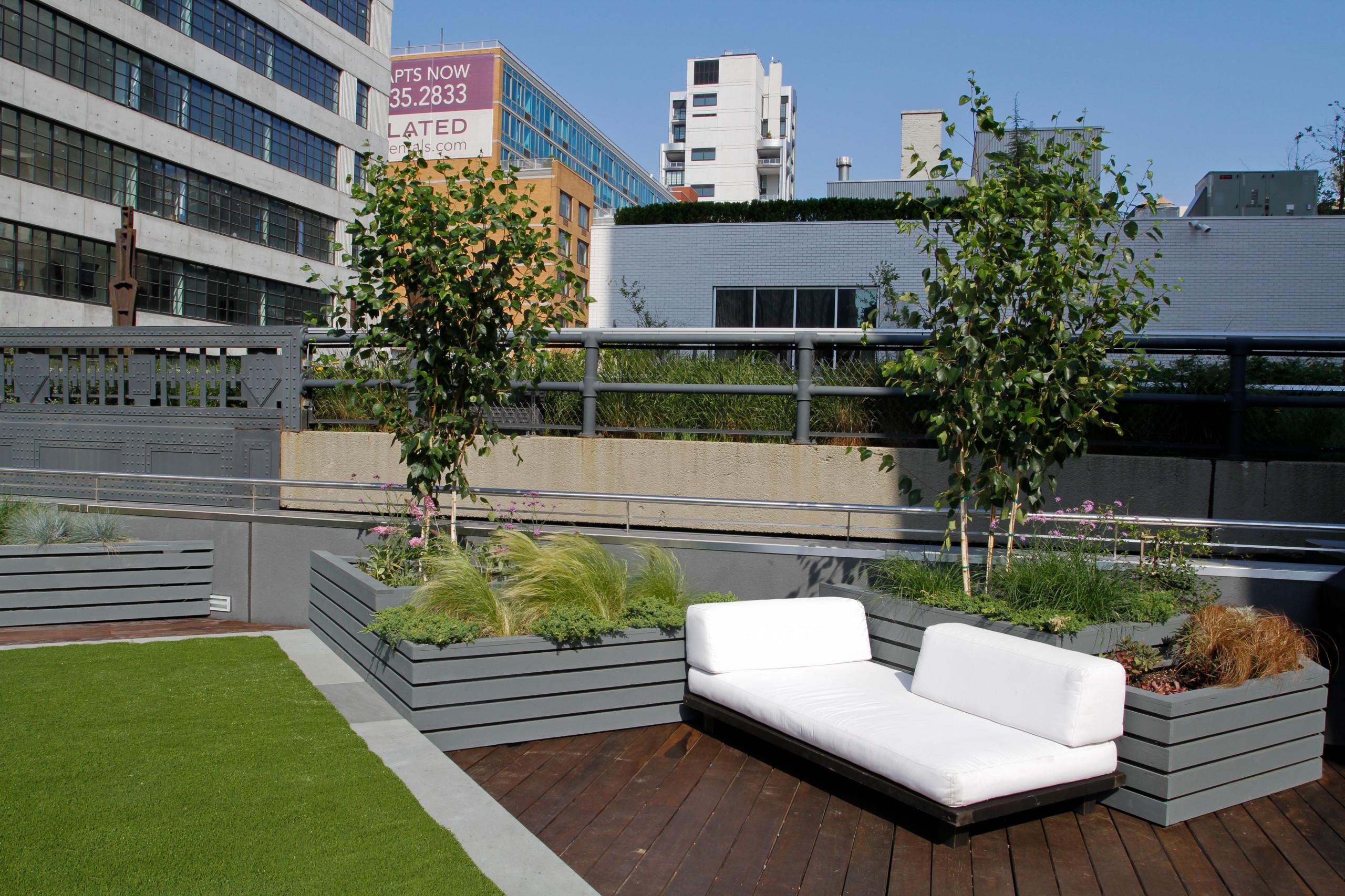 Highline facing roof garden