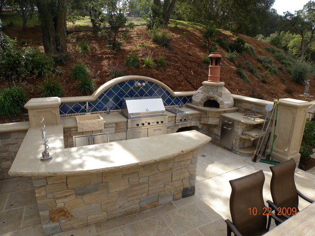 HIllside Entertainment patio