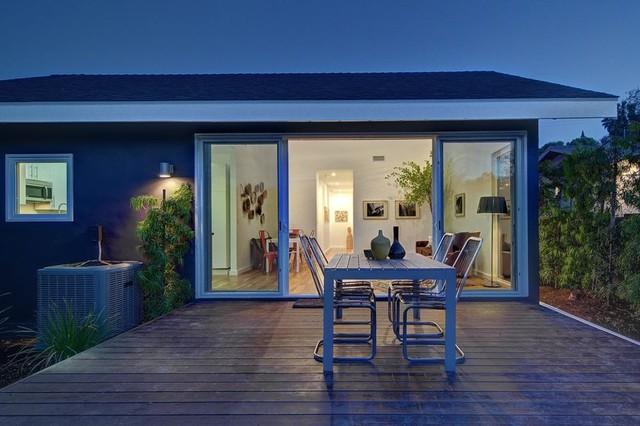 Hip Deck Space in Los Angeles modern-patio