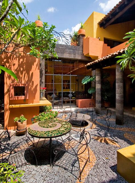 Patio container garden - mid-sized eclectic courtyard stone patio container garden idea