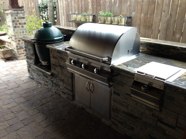 Houston Covered Patio With Built In Big Green Egg Contemporary Patio