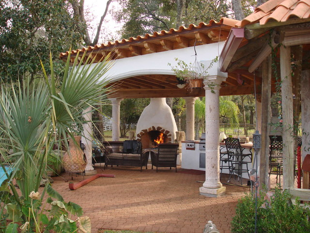 Superbe Patio   Mediterranean Backyard Brick Patio Idea In Houston With A Fire Pit