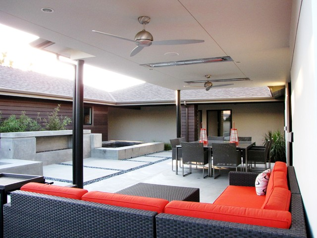 Houzz Tour: A Labor of Modern Love in Costa Mesa - Midcentury - Patio ...