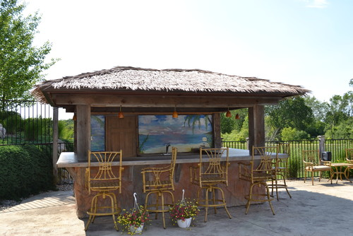 8 outdoor tiki bars that make us want to hula dance for Beach bar ideas