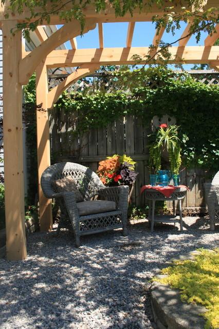 Ieteke Volpini traditional-patio