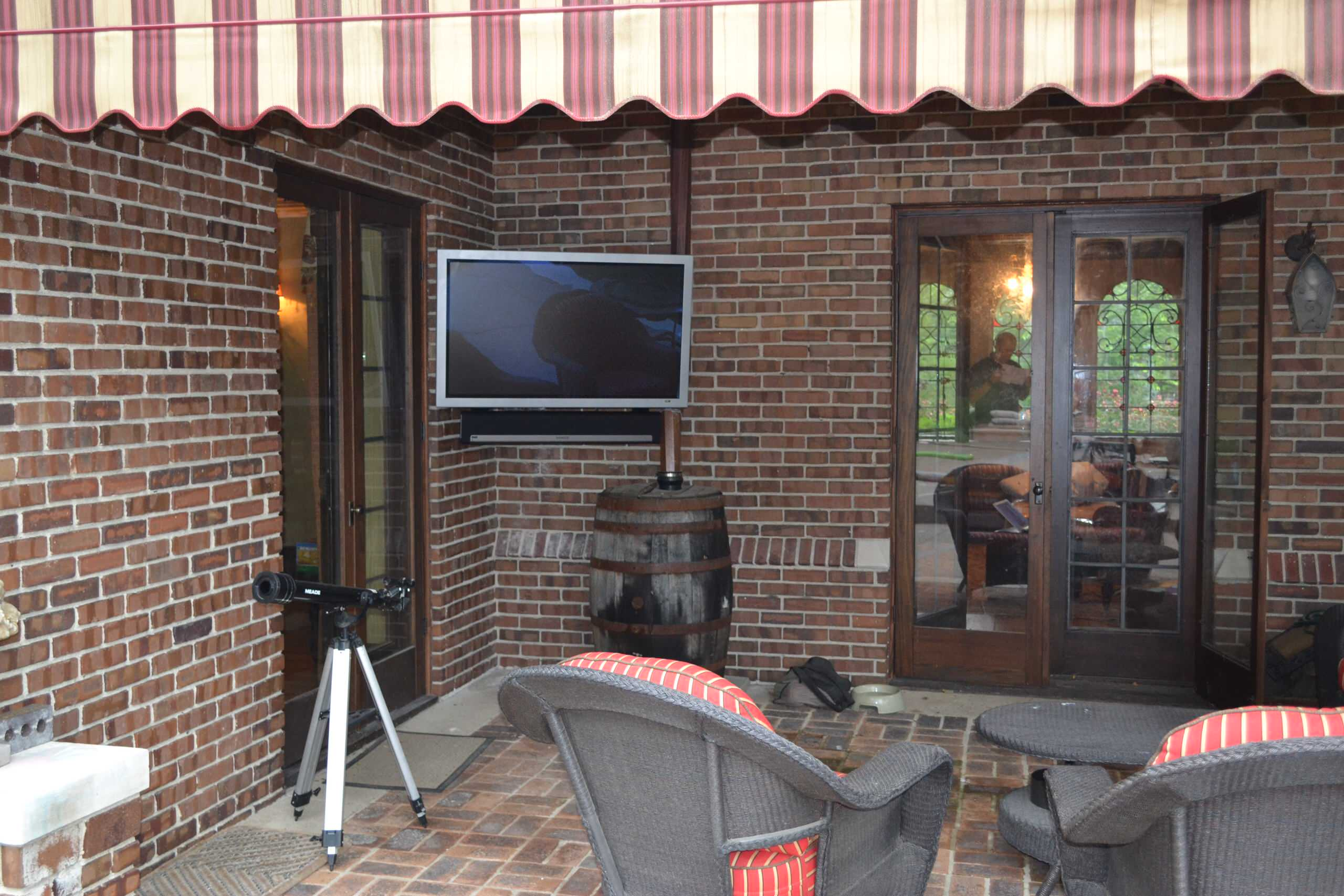 """Indianapolis, IN - All-Weather 46"""" TV Panel & SONOS Audio"""