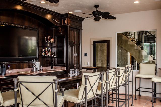 Indoor/Outdoor Bar mediterranean-patio