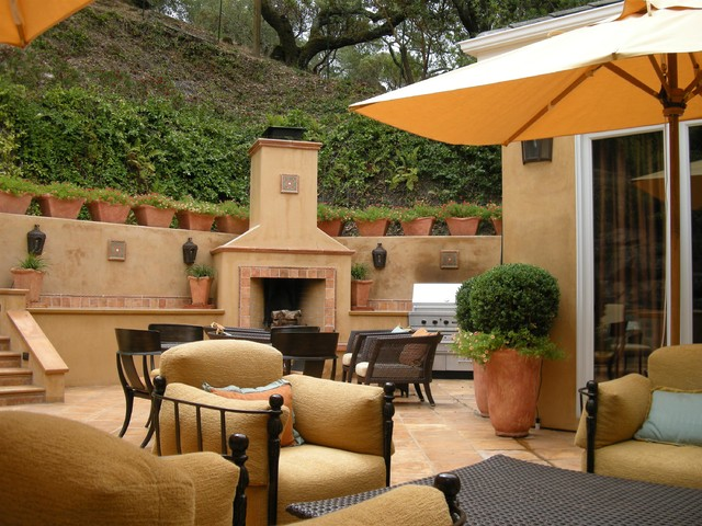 Integrated Outdoor Fireplace And Kitchen Mediterranean