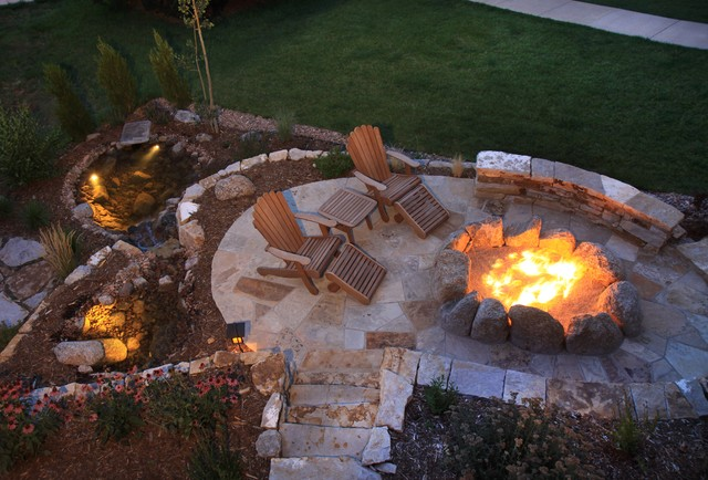 Inviting fire pit with water feature for Fire pit ideas outdoor living