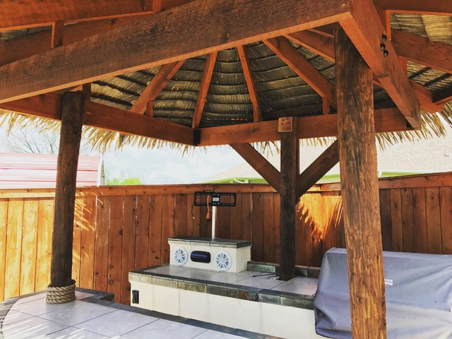 Island Bar Natural To Synthetic Thatch