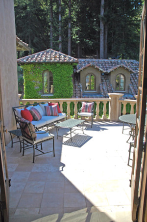 mediterranean patio by Jessica Hall Associates