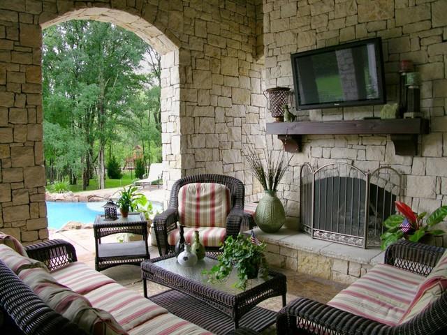 JLA traditional-patio