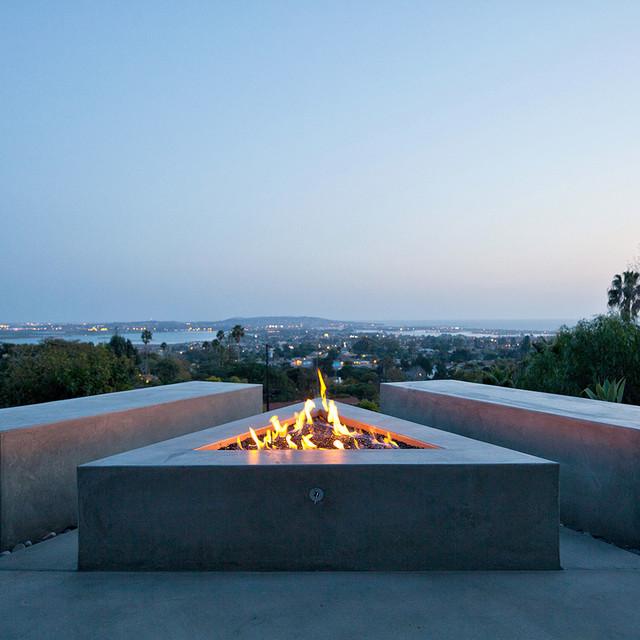 Jones House modern-patio