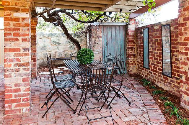 Knutsford Street Fremantle rustic-patio