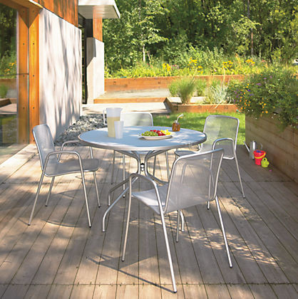 Kona Round Table With Rio Chairs By Ru0026B Modern Patio