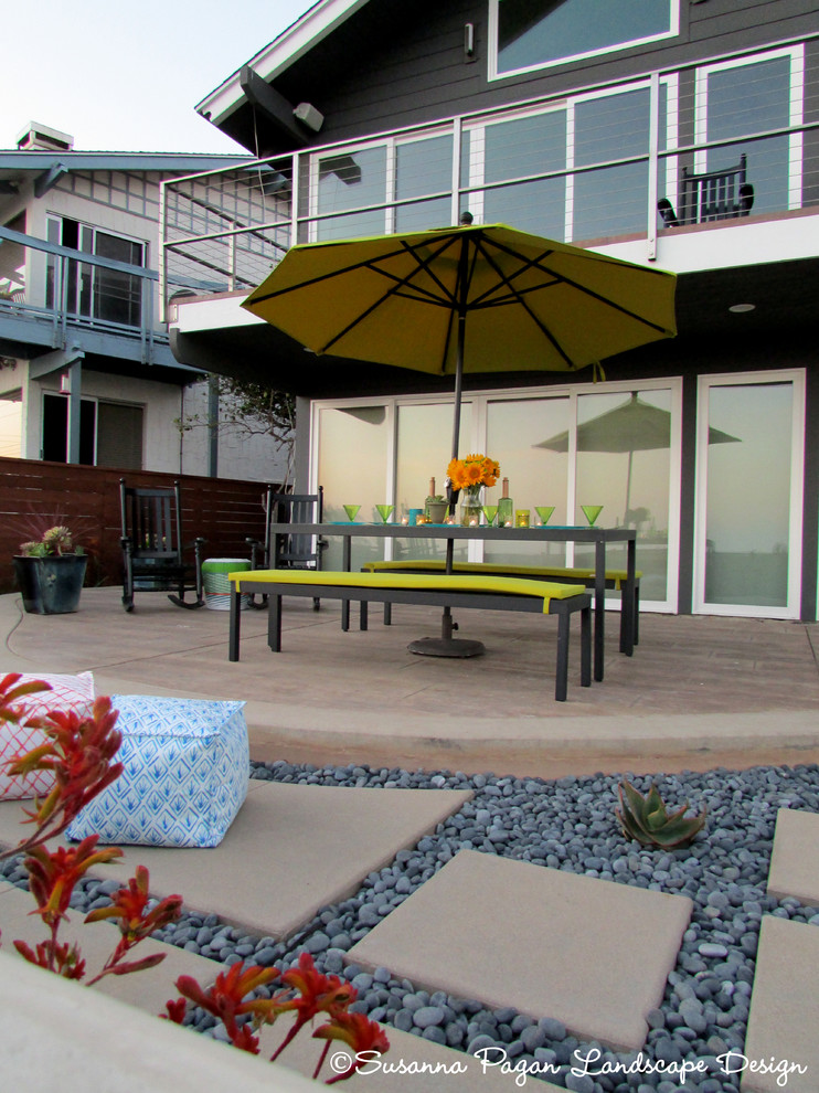 Example of a minimalist patio design in San Diego