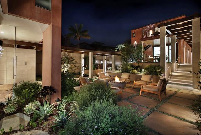 Laguna Beach tropical-patio