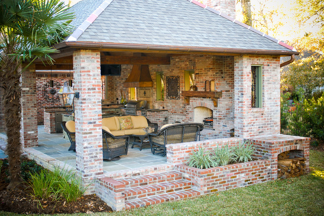 Lake at white oak outdoor kitchen for Outdoor kitchen landscaping ideas