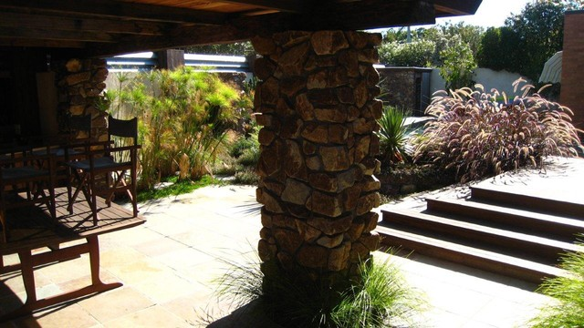 Landscape brighton meets la hollywood hills for Outdoor furniture yatala