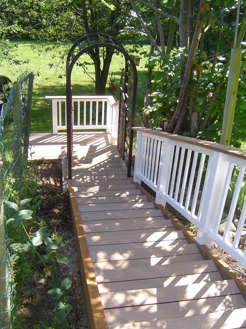 Landscape carpentry traditional-patio