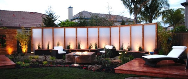 Landscape design zen retreat asian patio for Privacy screen backyard