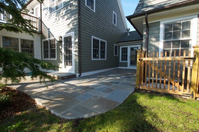 Lawrence traditional-patio