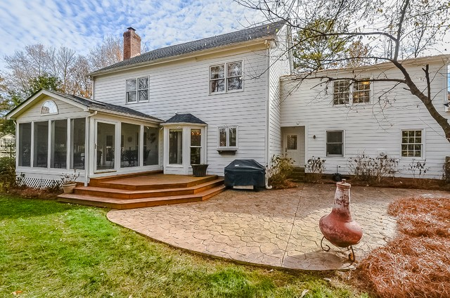Listing of the week patio charlotte di dickens for Dickens mitchener