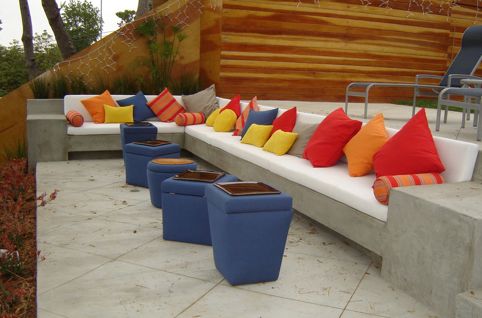 Example of a mid-sized trendy concrete patio design in Los Angeles