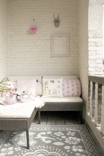 Loggia shabby-chic-style-patio