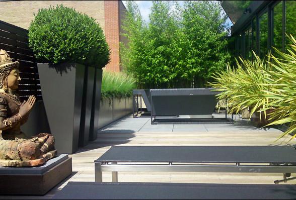 London EC Garden Contemporary Patio by MyLandscapes