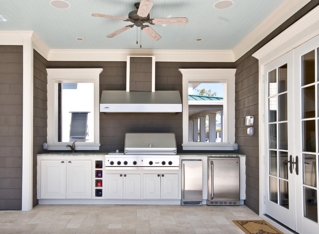 Inspiration for a timeless patio kitchen remodel in Charleston