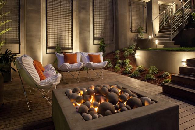 Luxe Green modern-patio