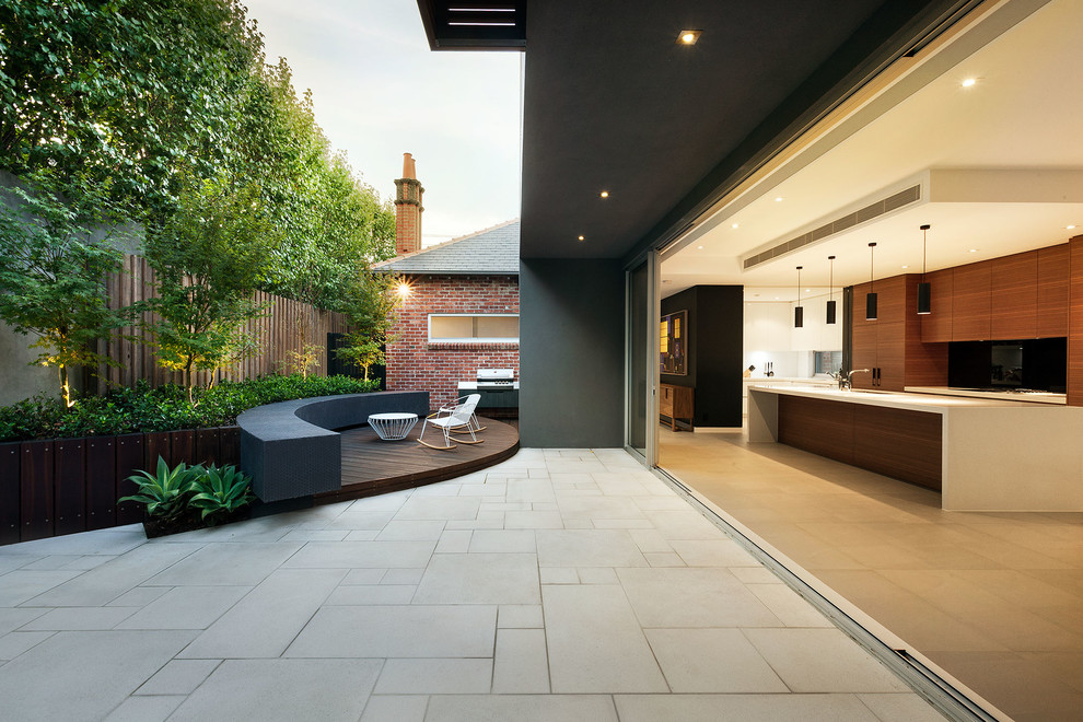 Trendy courtyard patio photo in Melbourne