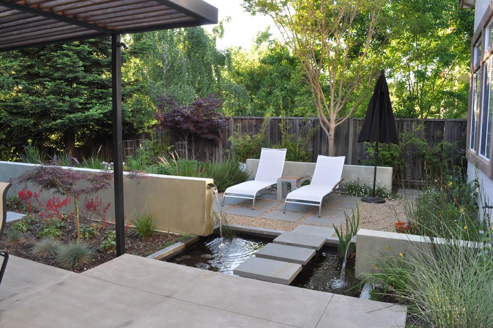 Patio fountain - contemporary patio fountain idea in San Francisco with a pergola