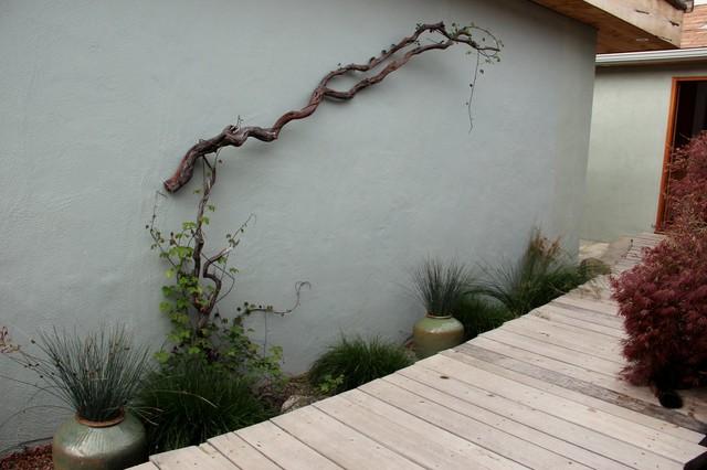 Idées déco pour un mur végétal de terrasse arrière méditerranéen de taille moyenne avec aucune couverture.