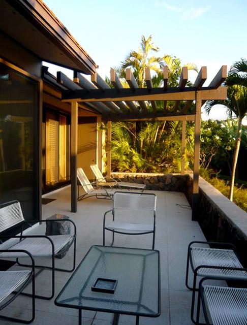 Maui Retreat Patio modern-patio