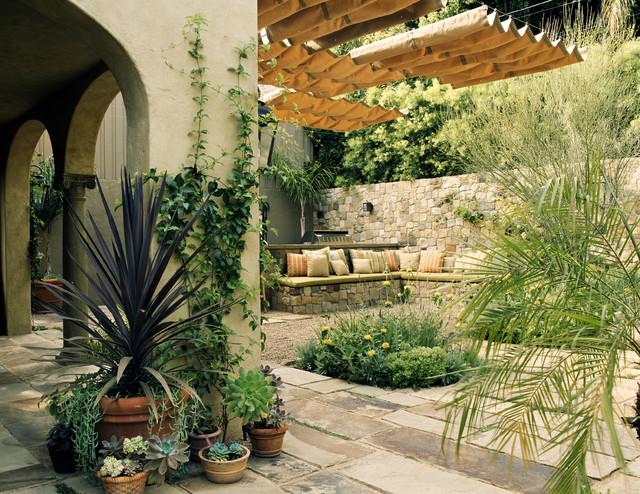 chestha | mediterran garten design, Gartenarbeit ideen