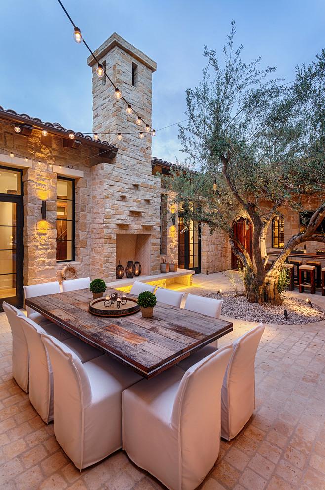 Modelo de patio mediterráneo, en patio, con brasero